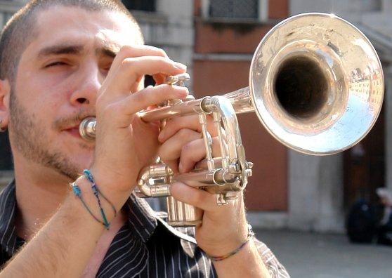 Travel Postcard - Venice mirroring in trumpet