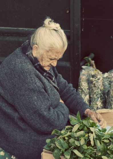 Travel Postcard - La anciana