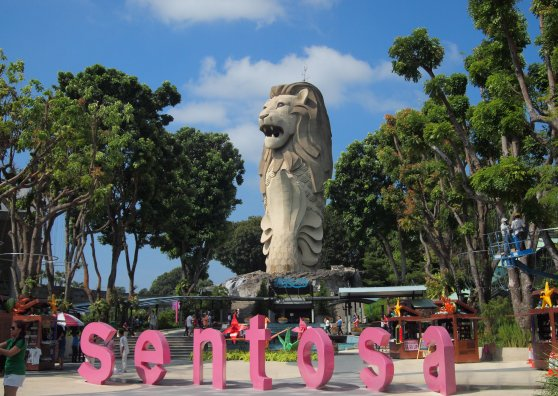 Travel Postcard - The Merlion @ Merlion Plaza